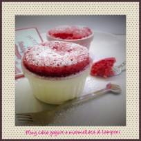 MUG CAKE YOGURT E MARMELLATA DI LAMPONI
