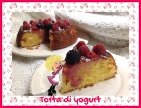 TORTA DI YOGURT CON MORE E LAMPONI